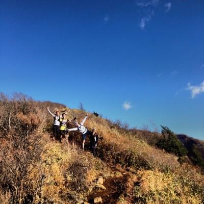 2日目は金時山登りの混雑を避けるため、乙女峠までバスで移動。主に初日の逆走で、乙女峠~長尾山~金時山~明神ヶ岳~明星ヶ岳~塔之峰~湯本の約20数k。