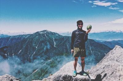 7月は甲斐駒へ。いつもの黒戸尾根ピストン。頂上についたらガスが晴れ、360℃の山々が素晴らしく壮大!