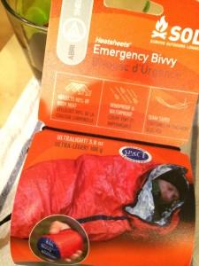 寝袋になる封筒型のビビイを用意