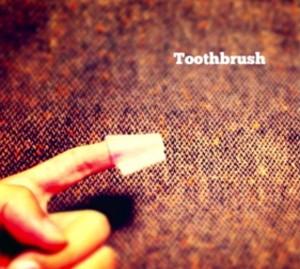 わずか1gの歯ブラシ。なにを犠牲(実用性)に対して、そこで得られる対価(軽量化=スピード)という概念を学ぶにはよいかもしれない(笑)
