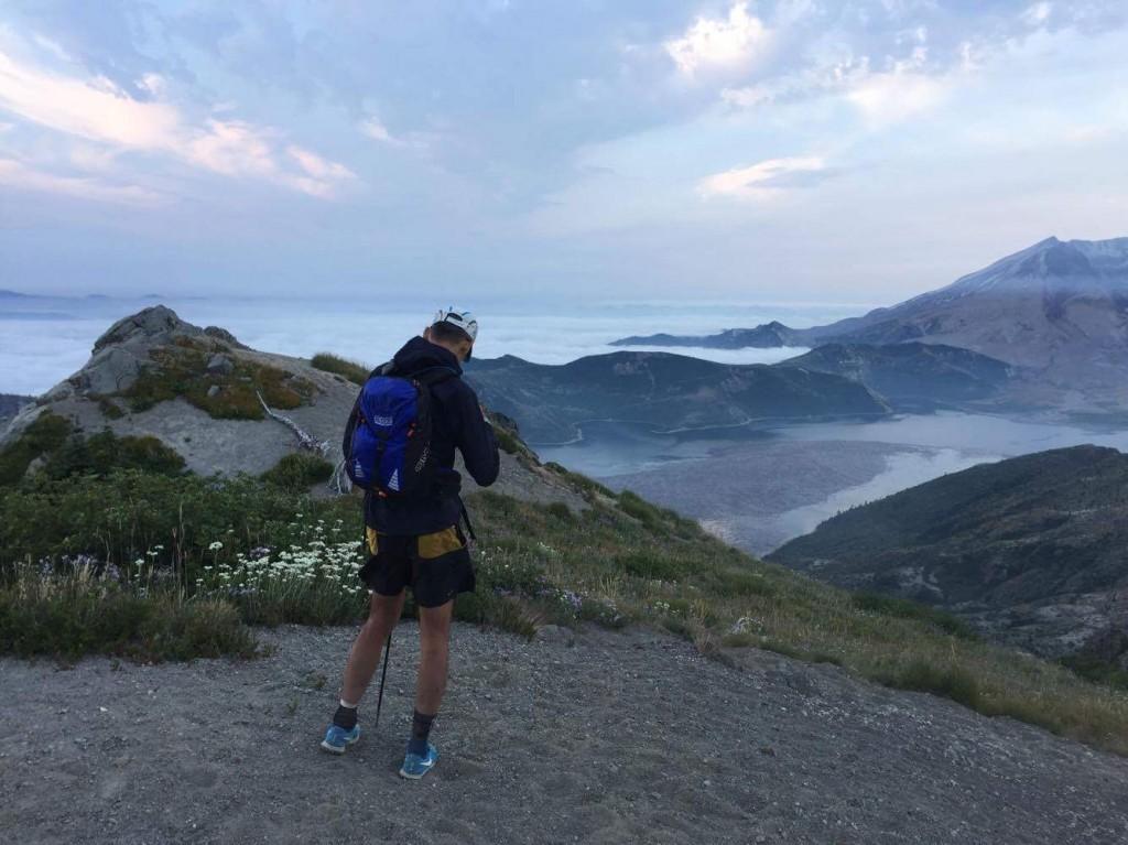 60マイル付近、私のFaceBookのカバーになっているポイント。昨年は日が高く上がり、絶景の連続でしたが、今年は夜明けの時間帯で雲海が一面に広がるセントヘレンズを見ることができた。