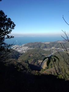 鋸山山頂を越えると東京湾が一望