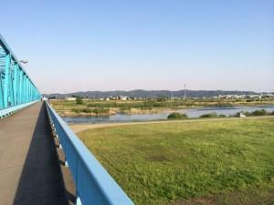 神通川の橋を渡って