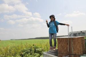 中標津環境協会の親松さん も道中ずっと移動しながら応援してくれました。(かまいしゆき姐カメラ)