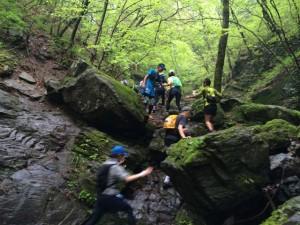 登りきったところで奥宮プロの選手激励