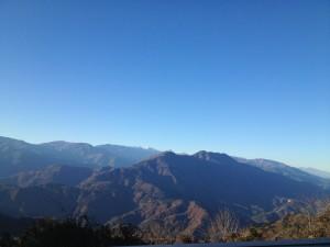 七面山~。南アルプスの山々も見える