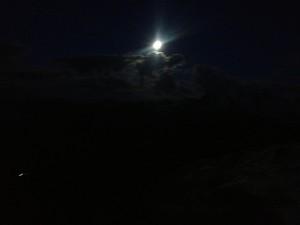 9/8は中秋の名月。香港のKathyもいってた。周りは私しかいなくて、大きな山のシルエットと満月がとても美しくてしばしうっとり。