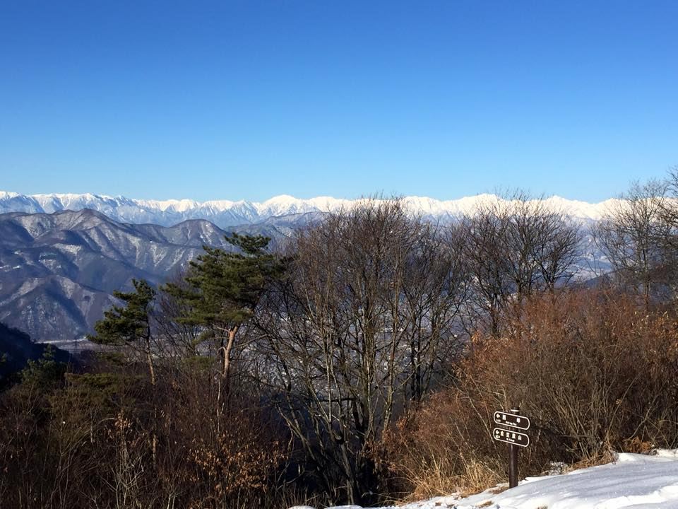 太郎山山頂より、鹿島槍ヶ岳をのぞむ。