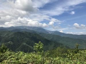 林道から見る御嶽山