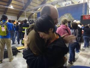 表彰式にて。スィーパーの1人がわたしを見つけて抱きしめてくれました。君は完走できなかったけど、僕たちの心の中に残っているよ。そう言ってくれました、多分、イタリア語だったけど(笑) -photo by Ayumu