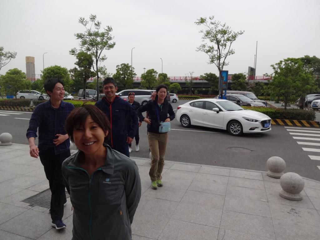 車で上海から5時間ほど移動。中国は広い。途中で何度かサービスエリアに立ち寄った