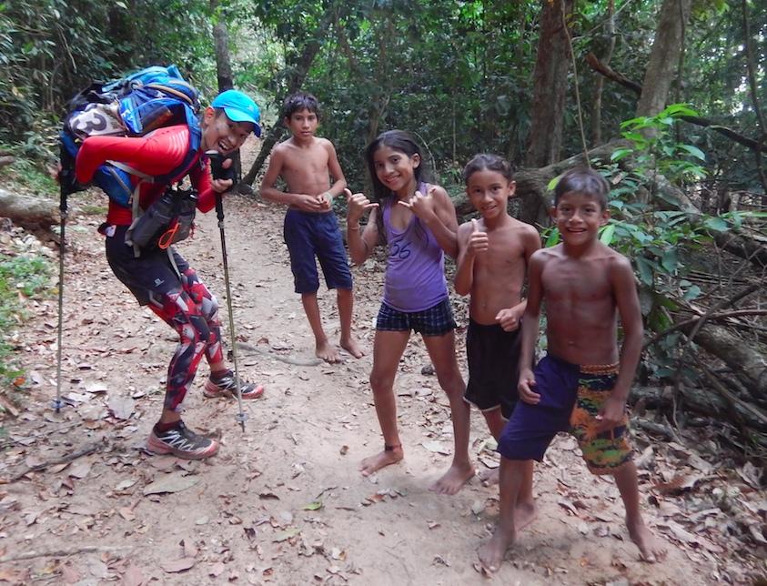 日本からチームで参加したまさお君。ジャングルで人気だった。