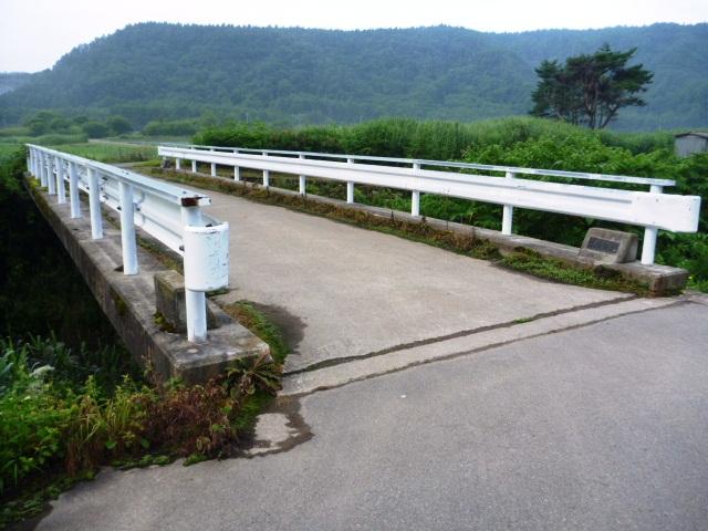 0.7km地点の橋を渡る。
