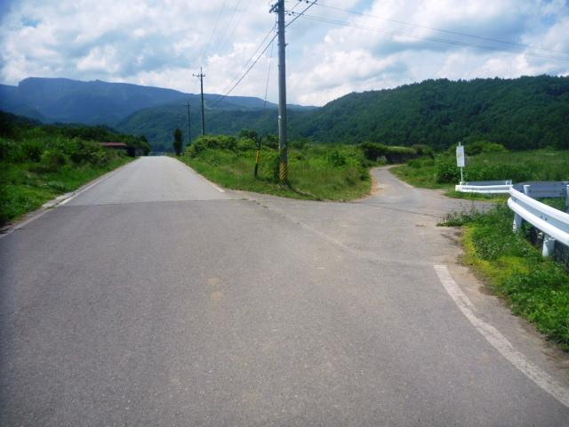 31.8km地点。交差点は右へ。